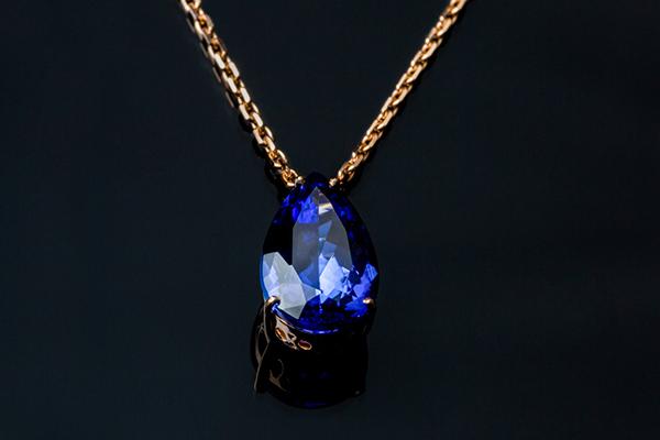 Comment choisir un collier pour sa femme ?
